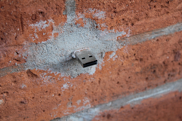 What is USB dead drops?